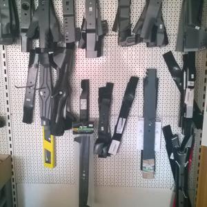 diverse Messer für Rasenmäher und -traktoren